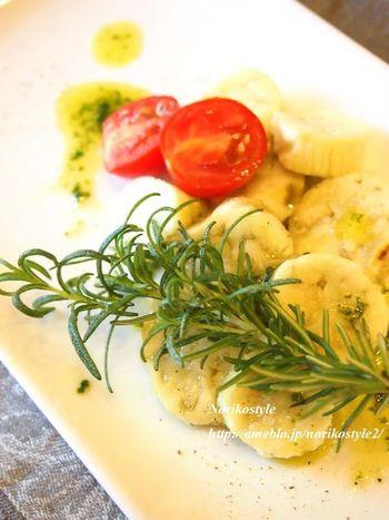茄子がこんなオシャレなカルパッチョに大変身!おもてなしメニューとしてもおすすめの一品。盛り付けも真似したくなるレシピです。