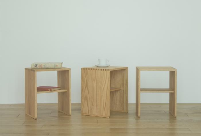 スタッキングできるコンパクトな木製スツール。長野県下伊那郡にある家具・インテリア製造工場「IIDAAX(イイダアックス)」が製造しています。釘などを全く使わない職人技の組み木で作られ、重さ130kgまで耐えられます。来客用の椅子や踏み台、観葉植物を飾る台やサイドテーブルなど、様々なシーンで活躍してくれます。