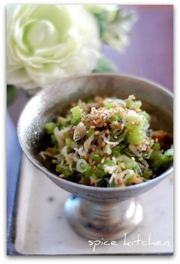 かぶの葉や茎はおいしく食べられます。塩麹をつかってソフトふりかけを作ると、素敵なごはんの友が作れます。塩麹がない場合は醤油で味付けしてもOKです。