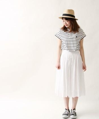 夏といえばマリン!白地にボーダーのポロに、真っ白なスカートを合わせて女の子らしく♪夏のお出かけが楽しくなりそうなスタイルです。