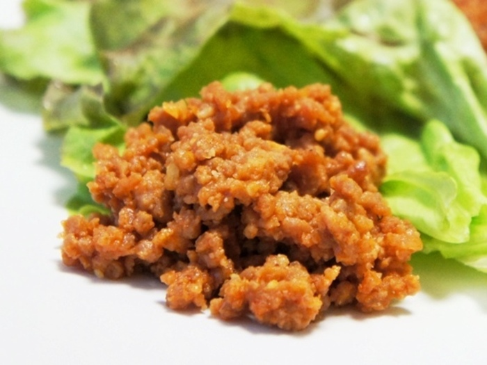 ボリュームタップリ「コチュジャン肉味噌」。マヨネーズをかけて食べればマイルドになってお子さんでも食べやすいですよ♪