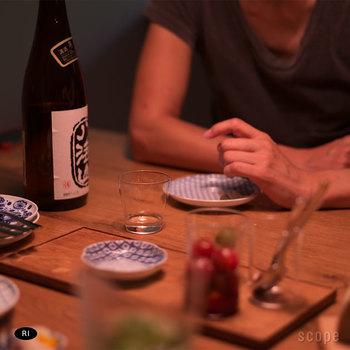 """手にしっかり馴染んでくれる、薄く作られた小さなグラスは""""sake""""グラスと言うだけあって日本酒にぴったり。  シンプルなデザインではありますが、スタイリッシュなので気持ちもなんだかスッとしますよね。 上品な薄さ、軽やかかつ繊細な口当たりが手仕事を感じさせ、陶器などのお猪口で飲む時とは一味違う、凛とした日本酒の時間を楽しめますよ。  日本酒好きなお父さんには、とても喜ばれるプレゼントになると思います◎"""