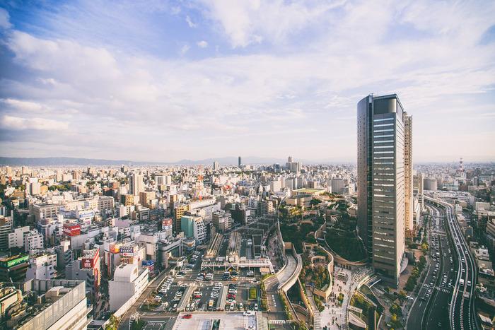 大阪といえば食の街。「天下の台所」「食いだおれ」などといわれ、昔から食文化の栄えた街。 気取らない庶民の味が親しまれてきました。 大阪といえば、お好み焼きにたこ焼きのおいしい粉もんもたくさん。 そして、おいしいパン屋さんもたくさんあるんです。 朝食に、ランチに、おやつにもぴったりの人気のパン屋さんをご紹介します。