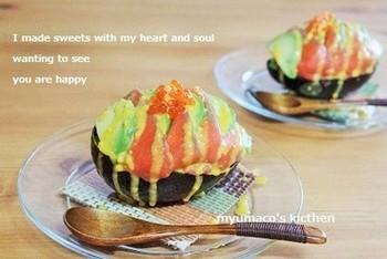 とっても綺麗なカップ寿司♪アボカド&スモークサーモンの組み合わせも王道の一つですよね。合わないはずがありません。