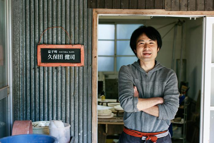 腕を組んでみますか、というカメラマンの問いかけに、あんまりキャラじゃないかも……と笑う久保田さん。終始和やかな取材でした