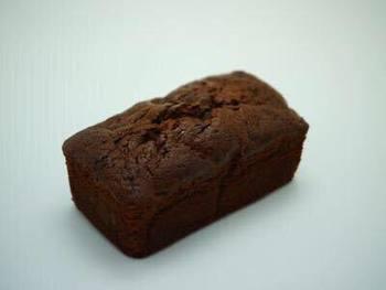 「君は一人じゃないよ」なんて言わない -パウンドケーキ-  20種類を越すラインナップで展開するパウンドケーキ。ドライフルーツや自家製コンフィチュールを使用し、独自の風味を実現。バターとアーモンドがふんだんに入り、しっとりとした食感が特徴です。