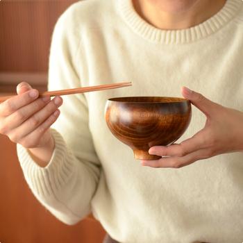 こちらは「汁椀」。一般的な汁椀よりも大きめなので、しっかり食べたい方におすすめです。具沢山になりがちなお茶漬けやお雑煮を食べるときにも良いですね。