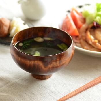 日本人の食卓に欠かせないお味噌汁。飲むとなんだかホッとしますよね。みなさんはそんなお味噌汁を飲むお椀、どんなものを使っていますか?