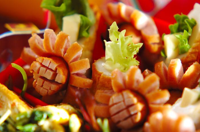 いつものウインナーをひまわりのようなお花に見立てて飾り切り♪お弁当がぱっと華やかになりますよ!