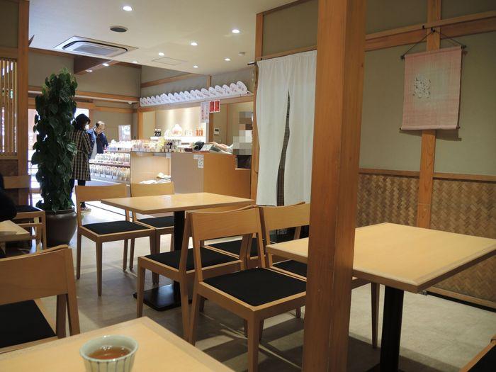 パフェの種類は4種類、黒糖パフェ、抹茶パフェ、黒糖シフォンパフェ、抹茶シフォンパフェがあります。黒糖パフェにも使われている黒糖みつは、沖縄県産の黒糖(黒砂糖)が使われているそうです。