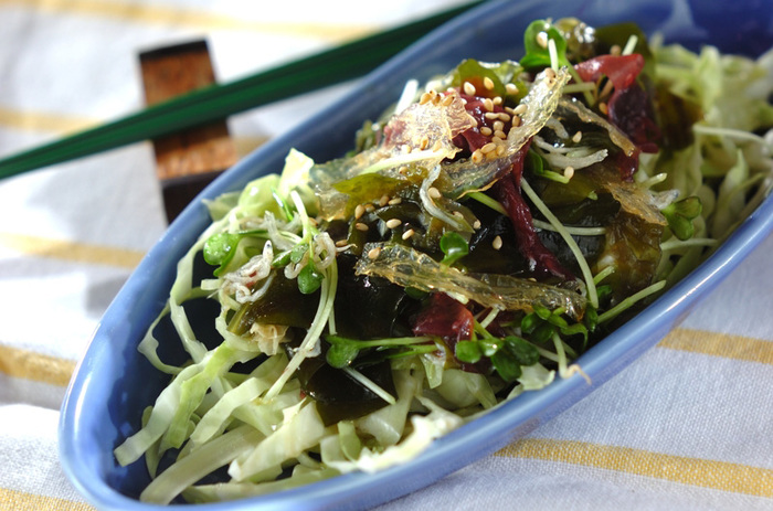 キャベツをプラスした海藻サラダ。栄養バランスと歯ごたえがアップ♪