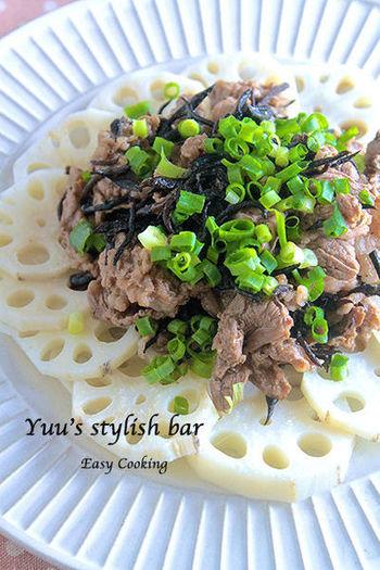牛肉と合わせてお腹が満足するボリュームたっぷりのサラダ。レンコンは水煮のものを使うとさらに時短で作れます♪