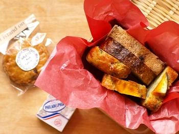 バスケットに入れて、ちょっとおしゃれな雰囲気にも合う、ケークサレ。パンとの相性もバッチリです。