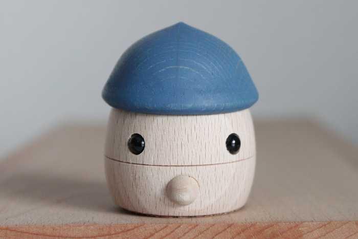 2003年に埼玉県川口市で生まれた「おもちゃのこまーむ」。こまーむの生み出すこだわりのおもちゃはデザインだけでなく遊び方もオリジナル。どこか懐かしさもありつつ、お子様が喜ぶような新しい動きや使い方をするおもちゃなんです♪もちろん安全性にも充分配慮されていますよ。