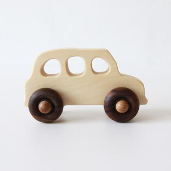 1969年にポーランドで生まれた玩具ブランド、「Wooden Story」。Wooden Storyのおもちゃには「森が与えてくれる幸福をたくさんの人へ」という思いが込められています。