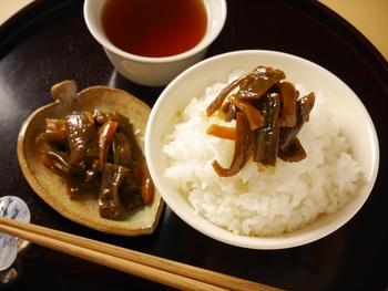 白いご飯が進むこと間違いなしの醤油漬け。お茶漬けや日本酒にも合わせたい味です。