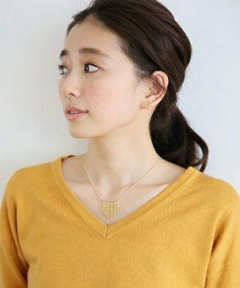 シンプルだけどデザイン性のあるネックレス。チェーン部分は華奢ですが、モチーフに存在感があり、コーデのアクセントにもぴったり!