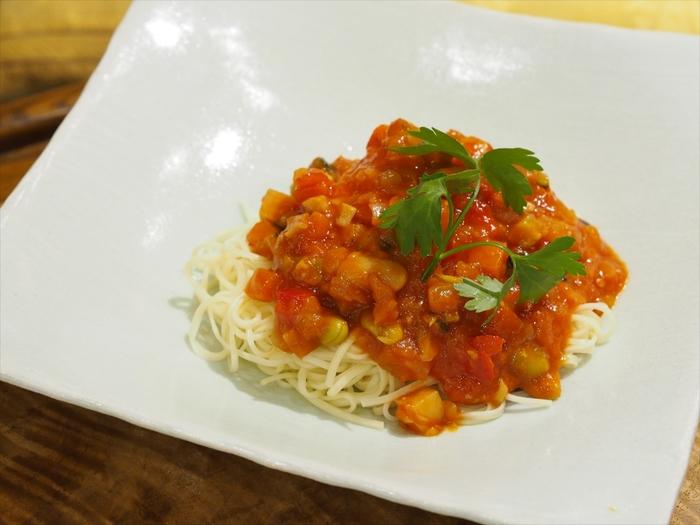 こちらは15種類の野菜を使い、丁寧に煮詰めて作られた「ラタトゥイユ」です。野菜の美味しさの生きたラタトゥイユは、素材にこだわる奈良ピックルスならでは。冷たい素麺に絡めれば、「冷製パスタ」風の一皿ができあがります。