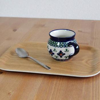 ポーランドの陶器・ポーリッシュポタリーは、カラフルなデザインが特徴で、一つ一つが職人の手によって絵付けされています。Zaklady(ザクワディ)のポーリッシュマグはころんとして手に馴染む形が人気のマグです。