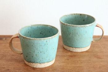 美濃焼のビッグマグカップは、爽やかなターコイズブルーの色合いがきれいなマグカップです。ペアなので、結婚祝いなどにおすすめ。大きめサイズでたっぷり入ります。