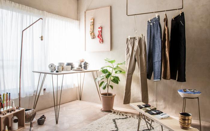 2階は、衣服とそれにまつわるモノを扱うお店「HENTECO」が。シンプルで上質なお洋服が見つかりそう。