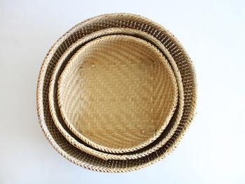 竹を丁寧に編んで作ったザルはS・M・Lと嬉しい3サイズ展開。何を入れるかはアイデア次第ですね♪
