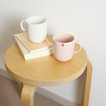 iittala(イッタラ)のSarjaton(サルヤトン)ペアマグカップは、プレゼントにぴったり。イッタラのテーブルウェアの中でも、特に可愛らしい印象のデザインです。