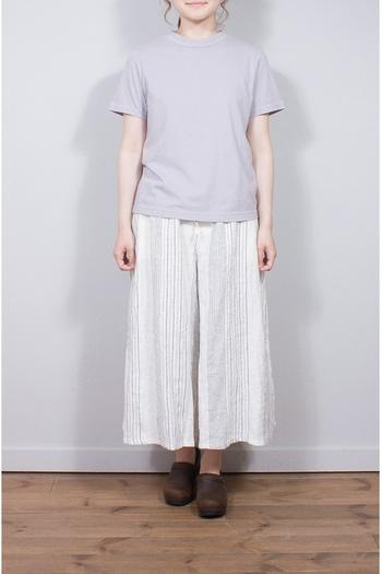 コンパクトだけれど、女性らしいゆとりのあるハイネックTeeです。珍しいラベンダー色も素敵です。パンツやギャザースカートにインしても可愛いですよ。