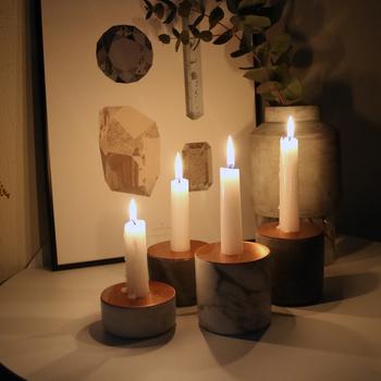 シンプルな形ですが存在感抜群。キャンドルの明かりで銅板が照り輝いて見とれてしまう美しさです。
