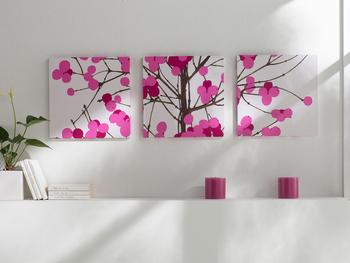 【LUMIMARJA(ルミマルヤ)】 1本の木に可愛らしい果実が描かれた、雪に包まれる北欧の冬を思い起こさせるようなデザインは、雪に覆われた木々からインスピレーションを得て作られたといいます。 綺麗なピンクがお部屋を明るくしてくれます。どこか日本にも通じる雰囲気を持っているので、和室などにも◎