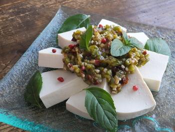 オクラとレモン、チリパウダーで作る絶品ソースは辛さもマイルドなので子供でも美味しくいただけ、冷や奴にかけたり、魚介類のソースとしても役立ってくれます。