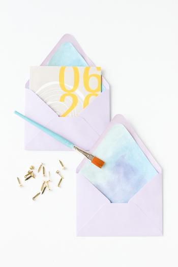 封筒と絵の具の色の組み合わせで印象が変わるので、お好みのカラーで試してみて下さい。