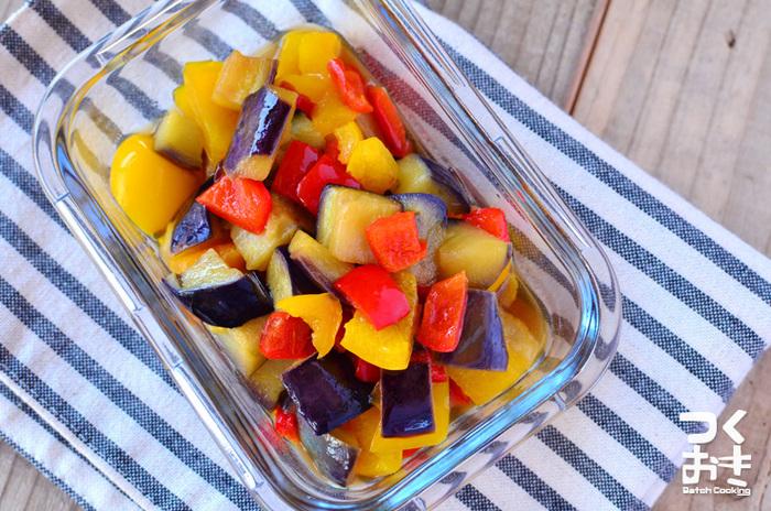 鮮やかな色彩でお弁当が賑やかに。ピーマンやたまねぎなど、冷蔵庫にある野菜を加えてもいいですね。  ■保存期間:冷蔵で4日