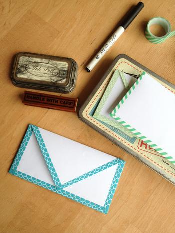 マスキングテープでトリミングするだけで、シンプルな封筒もこんなにお洒落に変身します。