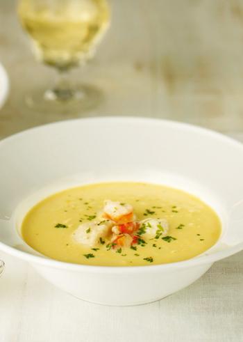 コーンスープに魚介をプラスするとグッと味が深まります。特別な日のメニューに取り入れてもいいですね。