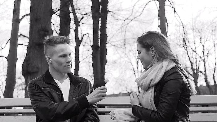 少年少女が大人になり、結婚し、やがて子供が生まれ、おじいさん・おばあさんになるまで共に歳を重ねていく。PVではフィンランドの田舎町を背景に、そんな人生があたたかく幸せに描かれています。