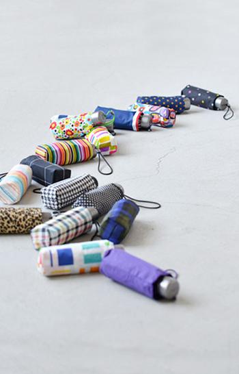 totes(トーツ)の折りたたみ傘は、折りたたんだ状態でわずか15cmとトーツシリーズの中でも最小・最軽量クラス。お値段もうれしいプチプライス♪