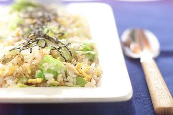 パラパラご飯とシャキシャキのレタスにハマる方も多いのでは?こちらのレシピは、チリメンジャコ入り!チリメンジャコのほのかな塩味もいいアクセントです。