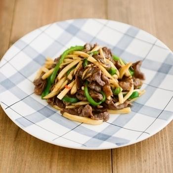 ピーマンの苦味と牛肉の甘味がマッチした青椒肉絲も、家庭で簡単に作れるんです。たけのこはちょっと高価だから、エリンギで代用!たけのことは違った、エリンギ独特の食感も美味しいんです。