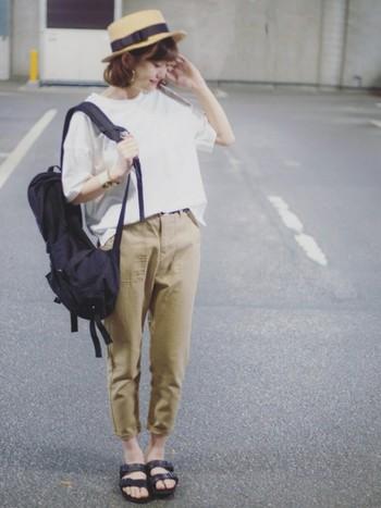 細身のベイカーパンツは脚長効果も期待できます!ブラック、ホワイトを上手に使ったバランスコーデ♡