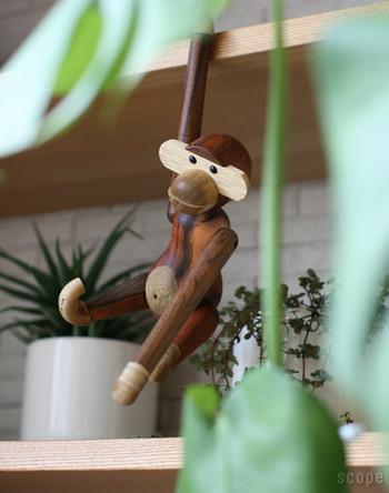 1951年の発表以来、子供から大人まで世界中の人に愛され続けているKAY BOJESEN(カイ・ボイスン)の木製フィギュアMonkey(モンキー)。愛嬌たっぷりの表情と天然木のやさしいぬくもりは、大人もきっと癒されるはず。チーク材にヨーロッパの安全基準をクリアしたオイル仕上げを施しているので、小さなお子さんが口にしても安心です。