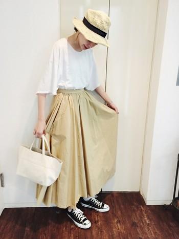 ドレープの美しいサーキュラースカートは、エレガントでちょっぴりゴージャスな雰囲気になるので1枚あると便利です。大人のナチュラルな着こなしにも◎なアイテムです。