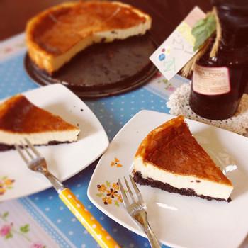 水切りヨーグルトを使ったベイクドチーズケーキ。チーズを使っていませんが、まるで本当のチーズケーキのようだとか。カロリーも低めで、美容が気になる方におすすめです。