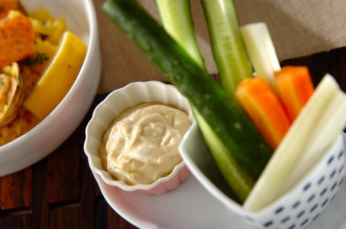 水切りヨーグルトを使った低カロリーなディップなら、気がねなくたっぷりつけて食べられます。野菜がどんどん摂れるまろやかな和風テイスト。和食にも洋食にも合います。
