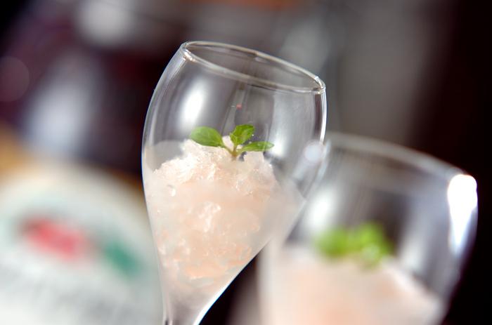 ●シャンパンのグラニテ  食前酒代わりにシャンパンのグラニテはいかがでしょう?淡いピンク色がキュートですね♡