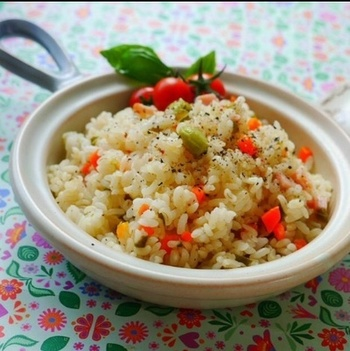 こちらは、食物繊維たっぷりの「麦」を使った絶品ピラフです。麦独特のプチプチした食感も美味!米粒状麦は炊飯器で炊いても、パラパラっとした食感に仕上がります。ヘルシーで美味しい麦ピラフは、暑い夏にぜひおすすめの一品です。