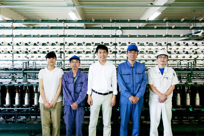 (写真左から)企画生産部の松坂さん、整備士の岡本さん、横田さん、工場長の浅井さん、工程管理の山口さん