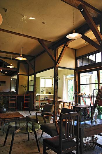 """鎌倉散策の合間に、どこか懐かしい空気を感じられる店内でゆっくりとお茶を楽しんでみませんか?住宅街の中にひっそりと佇む喫茶""""ミンカ""""は、古民家カフェです。"""