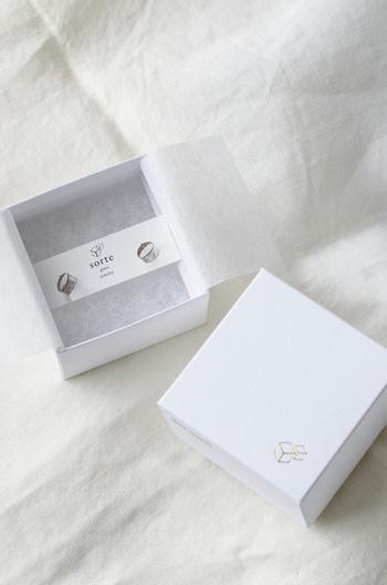 ブランドロゴ入りのオリジナルボックスに入れてお届け♪プレゼントにも喜ばれそうですね。