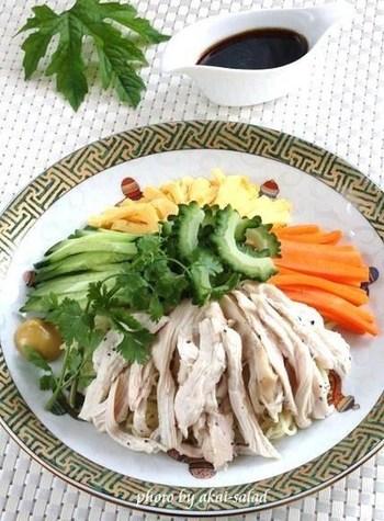 ビタミンCたっぷり、夏バテ防止の食材として人気の夏野菜・ゴーヤを加えた冷やし中華です。醤油ベースのたれにもよく合いますよ♪ゴーヤというと炒め物が多くなりがちですが、冷やし中華の具材としてもぜひお試しくださいね。